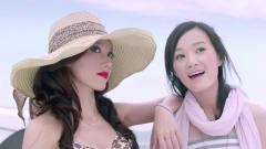 美女模特拍广告,火辣身材让人心动!