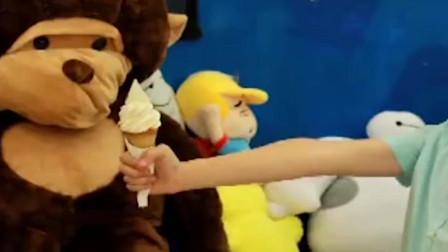 家庭幽默录像:大嘴猴会吃东西?小朋友商场整