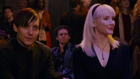男子带美女逛酒吧,不料女友就在现场,直接被
