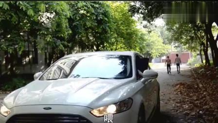 广西老表搞笑视频: 许华升帮助小伙,小伙请升哥