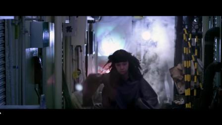 甜心战士:美女机器人转角遇到其他机器人,还