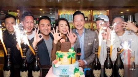 胡杏儿夫妇合体庆祝酒吧开业3周年,李乘德身边