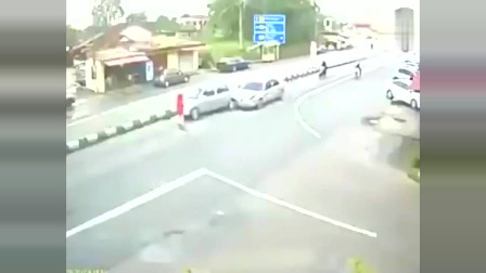 灵异事件:路中出现红衣女子,下一刹监控拍下离奇画面,这车到底怎么了?