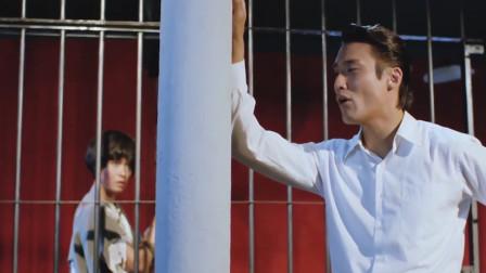 梁家辉被关在牢里,竟然还深情的唱起歌来,把