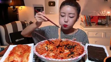 韩国吃播,美女吃麻辣泡菜,荷包蛋米饭