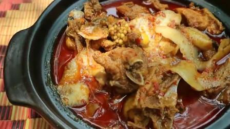 美女野外烹饪棕榈果咖喱鸡,看起来很美味啊