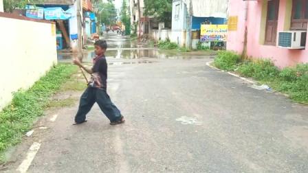 印度少年自觉成材,一套中国棍术耍得有模有样
