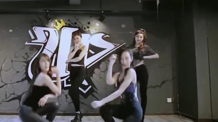 四位美女一起跳《海草舞》颜值还行!舞蹈不咋