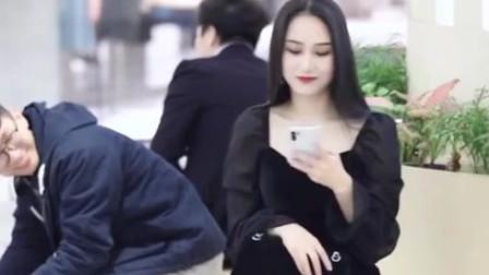 武汉街拍:商场偶遇可爱小姐姐,身材又高又美