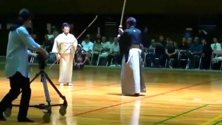 日本老**的薙刀刀法,一打二完全小意思,有点厉害!