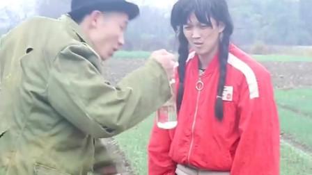 农村七婶搞笑视频:没有什么是喝酒不能解决的