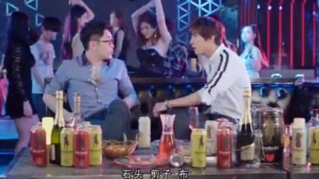 """大鹏郑容和在酒吧, 为抢美女""""奋力拼杀"""""""