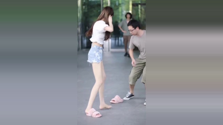 美女街拍:女生确实不能惹,不然肯定会挨鞋底