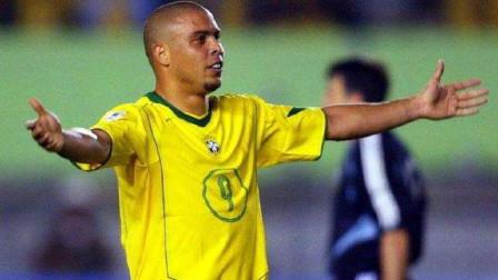罗纳尔多刚出道的珍贵视频,已拥有注定成为传奇的足球天赋