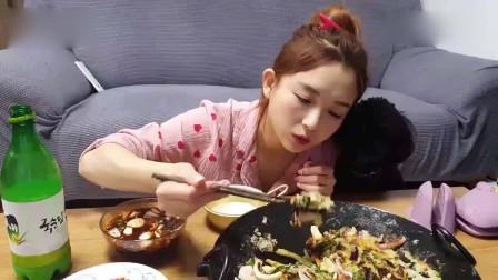 韩国美女吃播,这么多也能吃下去,佩服