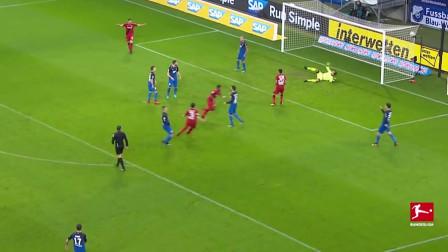 不看球门射门守门员一脸懵 莱万和菲尔米诺进球成经典