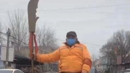 搞笑视频:你大爷还是你大爷 这才是硬核防控啊