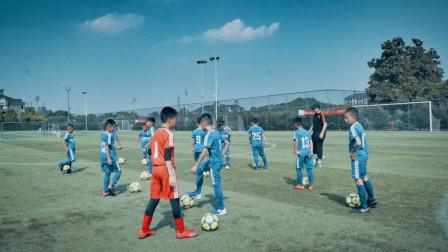 对阵韩国最强青训,中国足球小将拼搏倒地、泪洒赛场!