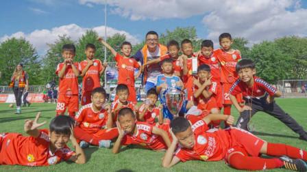 """10岁中国足球小将的Tiki-Taka!全中国最接近""""巴萨""""打法的球队"""
