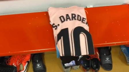 西甲联赛#格拉纳达vs西班牙人#赛前更衣室准备就绪,你猜武磊是首发还是替补?