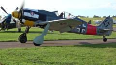 科技与军事:FW190与Spitfire(喷火式)结伴飞行表演