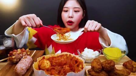 国外美女吃播:芝士炒年糕+蜜月面+热狗炸鸡