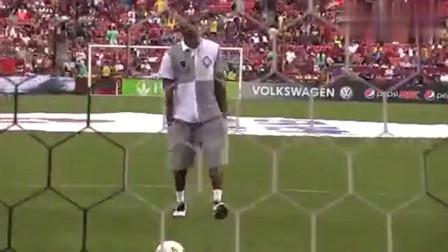 难得一见的科比踢足球, 乍一看也是一位被篮球给耽误的足球巨星