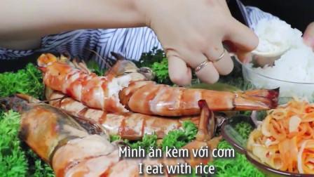美女直播吃虎虾,吃的美滋滋真是诱人啊