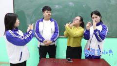 学霸王小九校园剧:老师教学生做动物手影游戏