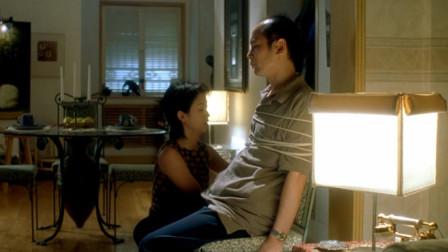 美女怕葛优起歹心,在家把他绑凳子上,谁料刚