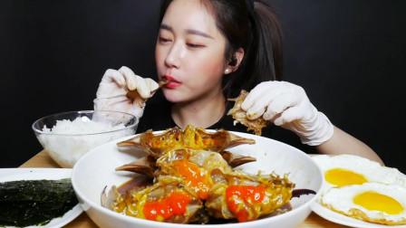 吃播:韩国美女吃货试吃韩式酱油蟹拌饭,大口