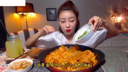 吃播:韩国美女吃货试吃辣炒年糕,配上宽粉和