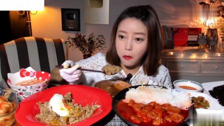吃播:韩国美女吃货试吃蟹肉拌饭,配上新鲜的