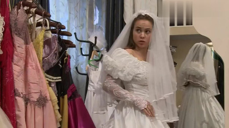 国外恶搞 小男孩钻入漂亮新娘的婚纱裙底,新娘