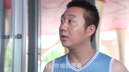 """""""北京比基尼""""父子吓傻保安#小明和他的小伙伴们 #搞笑视频 #父子 #保安 #背心 #北京比基尼 #剧院"""