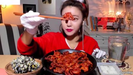 吃播:韩国美女吃货试吃无骨辣凤爪,大口大口