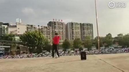 梅州足球舞教学视频引热议!网友:钢管舞的钢