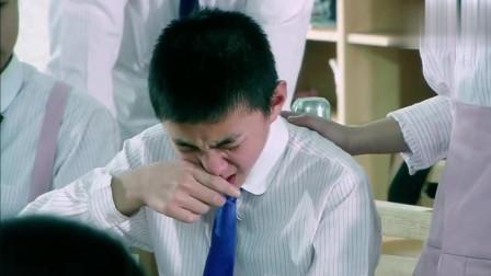 同学嘲笑转校小女生是龅牙,被小美女直接打哭