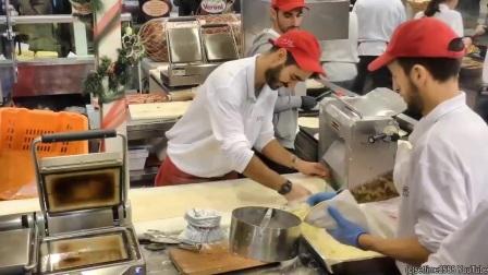 【外国小吃 街拍】超大的火腿肠儿希腊风烤肉—
