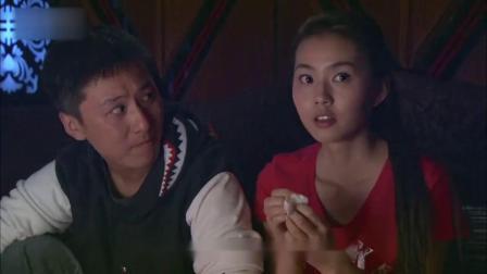 """美女第一次去酒吧,哪料就吃了颗""""糖豆"""",彻"""