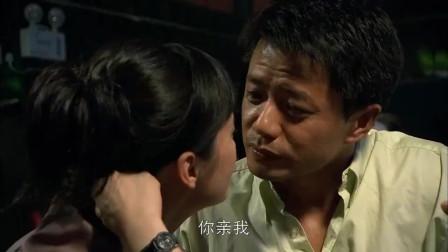 总裁和美女在酒吧喝醉酒,两人上了头,情不自