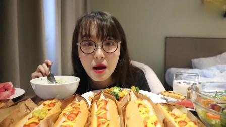 美女吃播,吃热狗面包,那么多也能吃完?