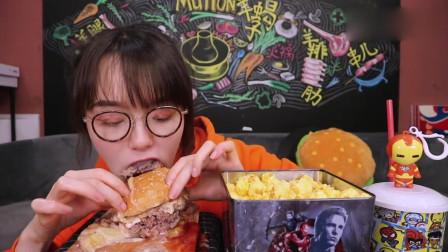 美女吃播,吃自制芝士汉堡,太馋人了