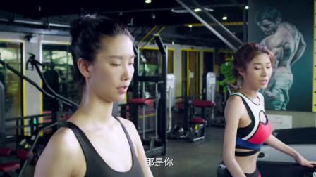 两美女在健身房训练,身材真好!