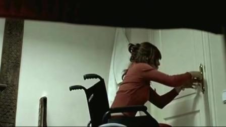 《不速之客》:小伙天生多疑,老是觉得自己家里有人,于是他上美女邻居家一看,才明白一切