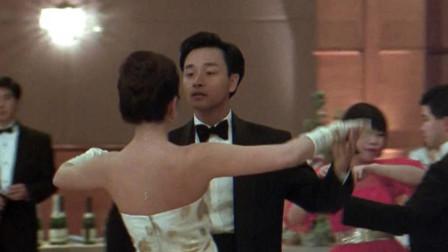 张国荣和钟楚红热舞,两人都长得太好看,整个画面看上去赏心悦目