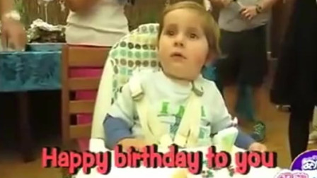 家庭幽默录像:宝宝第一次过生日她很茫然,宝