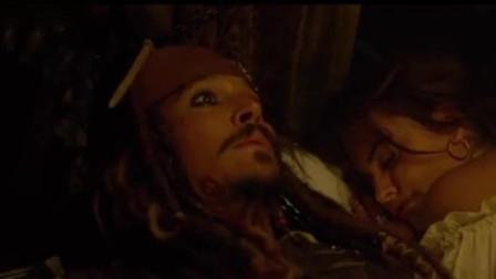 加勒比海盗:杰克正在和美女睡觉,谁知美女一
