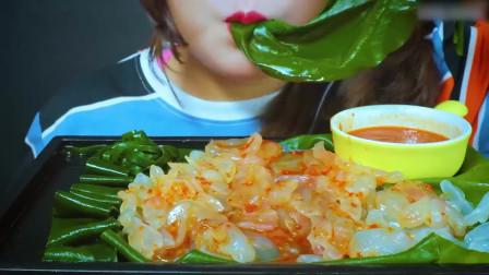 国外美女吃播:吃水母配辣酱和巨型海藻