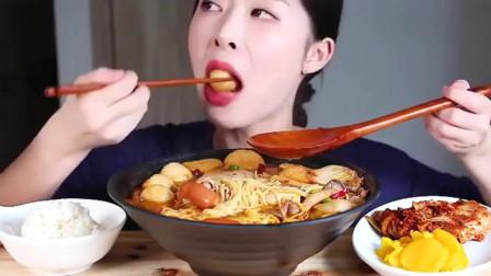 """韩国吃播:""""麻辣烫+黄萝卜小菜""""搭配米饭,美"""